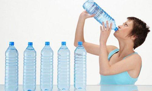 Моча прозрачная, как вода: что означает симптом. Бесцветная моча у женщин причины